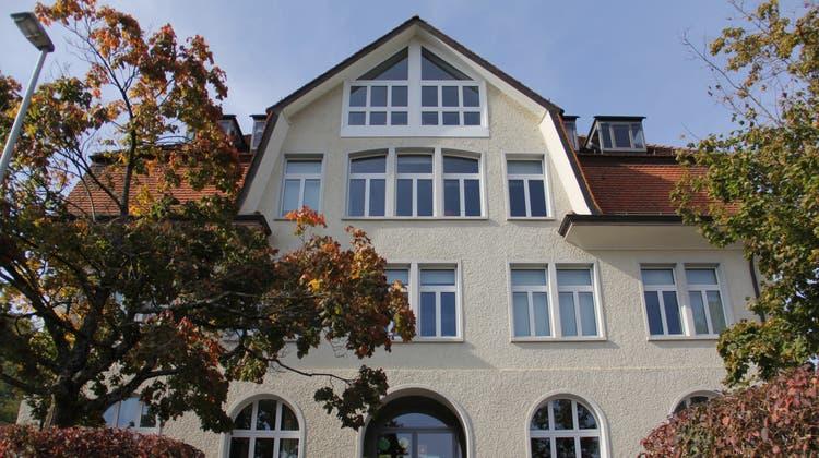 Das Primarschulgebäude in Umiken ist laut Stadtrat deutlich zu klein. (Claudia Meier(2. Oktober 2021))