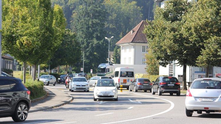 Die Kantonsstrasse durch Gränichen soll für über 23 Millionen Franken saniert werden. Samt neuer Kanalisation oder Strassenbeleuchtung zahlt die Gemeinde fast 15 Millionen. (Daniel Vizentini)