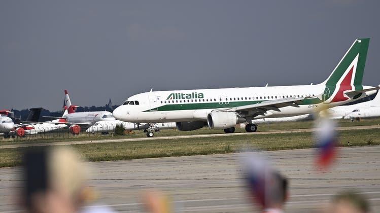 Am Donnerstagabend wird zum letzten Mal ein Flugzeug der Alitalia abheben. (Keystone)