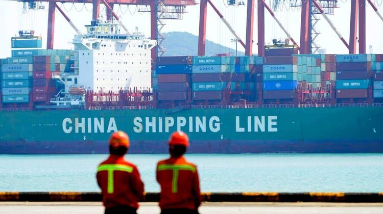 Die Kwai-Tsing-Terminals des Hafens von Hong-Kong. Der Güterumsatz nahm hier im vierten Quartal 2021 im Vergleich zu 2019 um 9,5 Prozent ab. (Keystone)