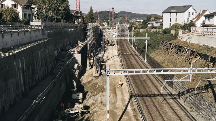 Blick von der verschobenen Seltisbergerbrücke auf die Grossbaustelle. (Bild: Roland Schmid / BLZ)