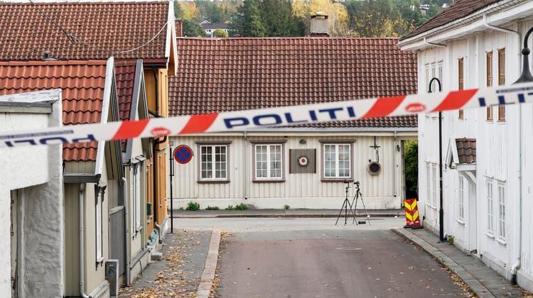 Der Tatort in Kongsberg wurde von der Polizei abgesperrt. (Keystone)