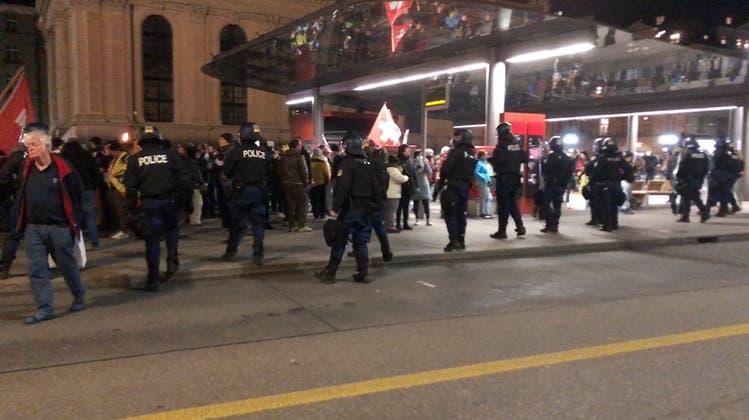 Bern: Erneut unbewilligte Demonstration gegen Corona-Massnahmen