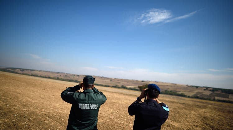 Verschiedene Schweizer Organisationen fordern, dass die Schweiz keine Flüchtenden mehr nach Kroatien zurückschickt und Frontex kein Geld mehr erhält. (Keystone)