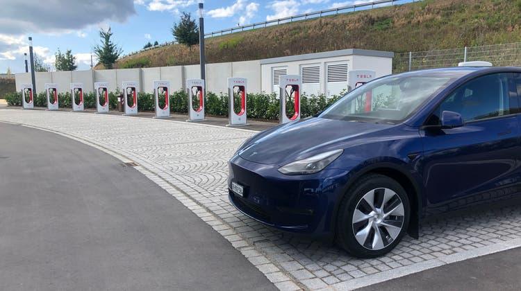 Auf Langstrecken überzeugt das Tesla Model Y mit hoher Reichweite, sehr guter Navigation und konkurrenzlos guter Lade-Infrastruktur. (Bild: Aeberli)