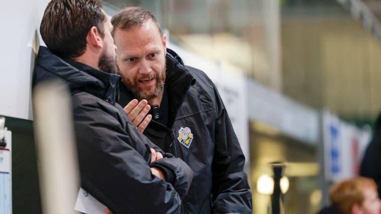 Ein Duo, das sich versteht: EHCO-Headcoach Lars Leuenberger (l.) und sein Assistent Stefan Schneider. (Marc Schumacher / freshfocus)