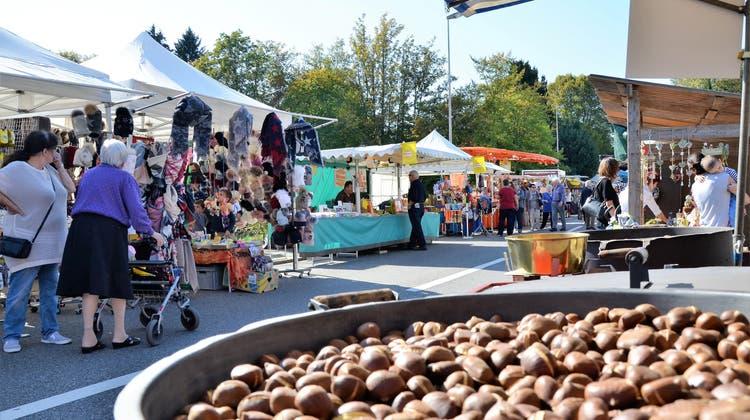 Am Montag, 18. Oktober, kann der Wohler Herbstmarkt entlang der Bünzstrasse endlich wieder durchgeführt werden. Und zwar ganz ohne Einschränkungen. (Bild: Christian Breitschmid (15. Oktober 2018))