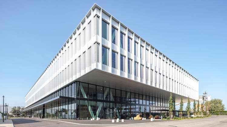 Das neue zuhause von Skan: Der prägnante, viergeschossige Bau im Allschwiler Bachgraben. (Burckhardt+Partner AG/Adriano A. Biondo)