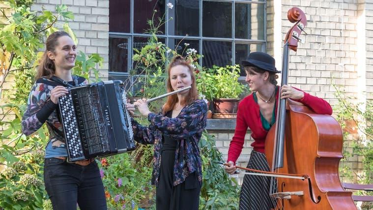 Das Trio Balladin, bestehend aus Magdalena Irmann,Sabrina Merz, und Alexandra Fülscher (von links). (Stephan Trösch/ Zur Verfügung gestellt)
