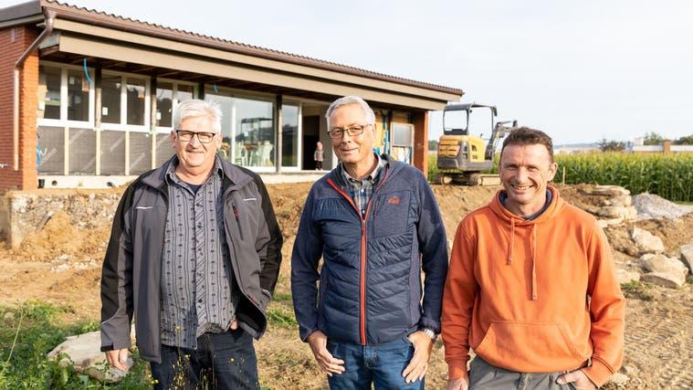 Die Mitglieder des Bienenzüchtervereins Bezirk Zurzach Wolfgang Ritler, Siegfried Meier und Markus Laube. (Valentin Hehli)