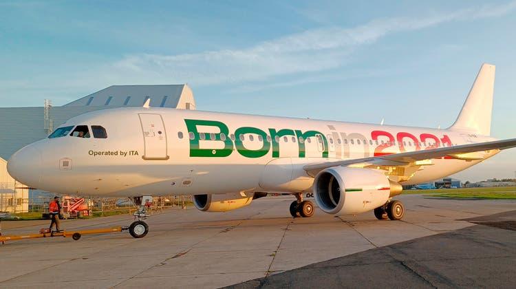 Das Geburtsdatum gross auf dem Rumpf: Mit dieser Maschine hobIta das erste Mal von Mailand Richtung Bari ab. (Keystone)