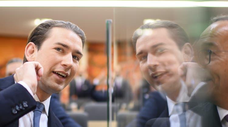 Versehentlich mehr als nur die Haare geschmiert: Sebastian Kurz. (Christian Bruna/EPA)