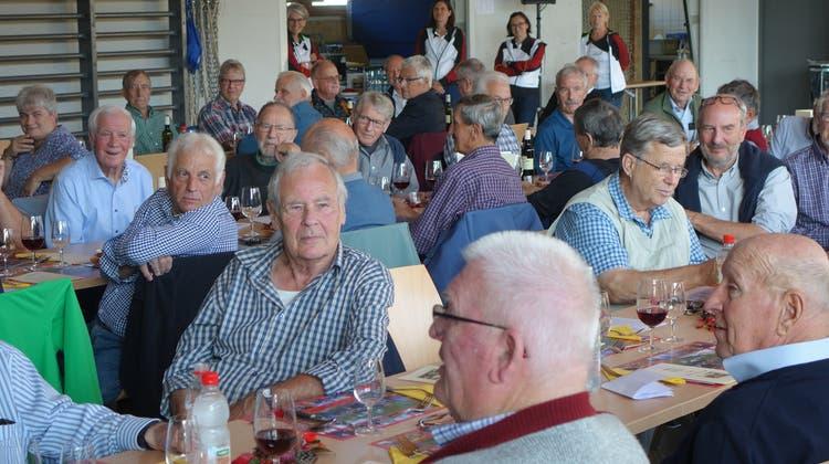 Die Veteranen Hessenberg feiern das 25-Jahr-Jubiläum in der Turnhalle Effingen. (Dieter Minder)