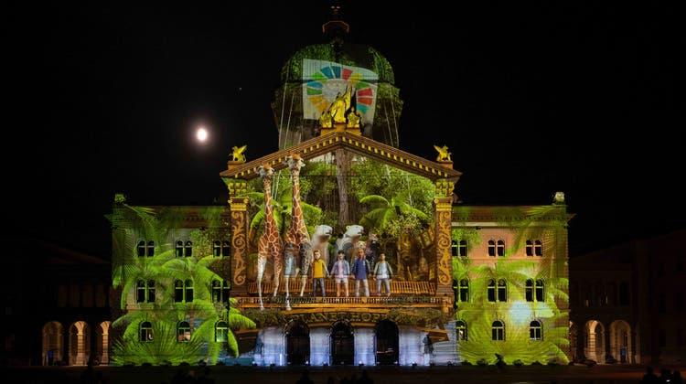 An der Fassade des Bundeshauses werden diese Jahr Bilder zum Thema Klimawandel gezeigt. (HO/Starlight Events)