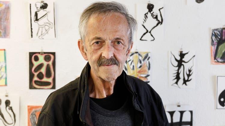 Der Luzerner Künstler Otto Lehmann (1943-2021) an einer Ausstellung im letzten Mai in Solothurn. (Bild: Hanspeter Bärtschi)