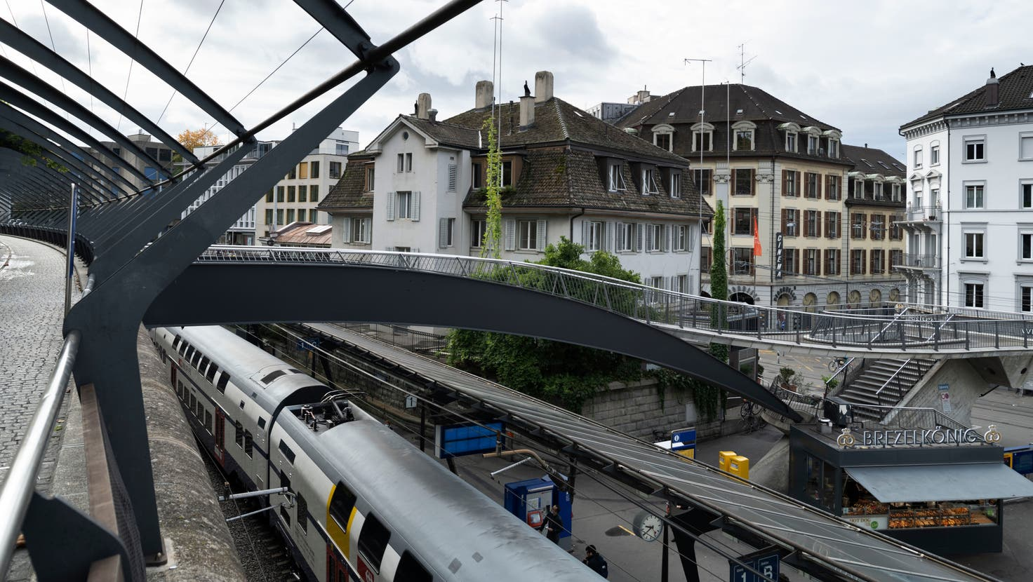 Der Bahnhof Stadelhofen in Zürich ist immer wieder Schauplatz gewaltsamer Auseinandersetzungen. (Symbolbild) (Keystone)