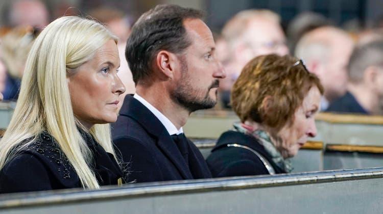 An dem Gedenkgottesdienst nahmen auch Kronprinz Haakon und Kronprinzessin Mette-Marit teil. (Keystone)