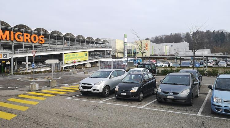 Wynecenter Buchs: Parkplätze und Parkhaus sind aktuell gratis. (Urs Helbling / Aargauer Zeitung)