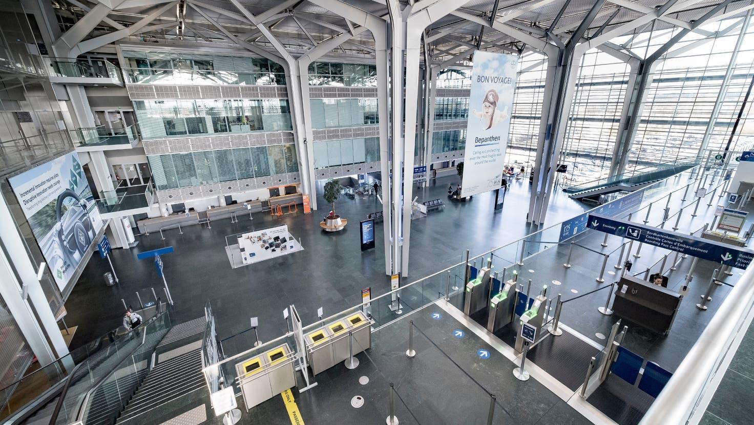 So leer, wie sich der Euro-Airport während des ersten Corona-Lockdowns präsentierte, so dünn fällt die aktuelle Berichterstattung des Flughafens aus. (Kenneth Nars)