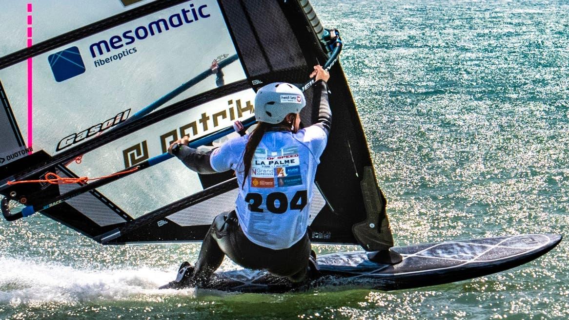 Die Urner Surferin Heidi Ulrich hat dieses Jahr alle Weltcup-Rennen gewonnen. Die grosse Herausforderung wartet aber in Namibia auf sie. (Bild: PD)