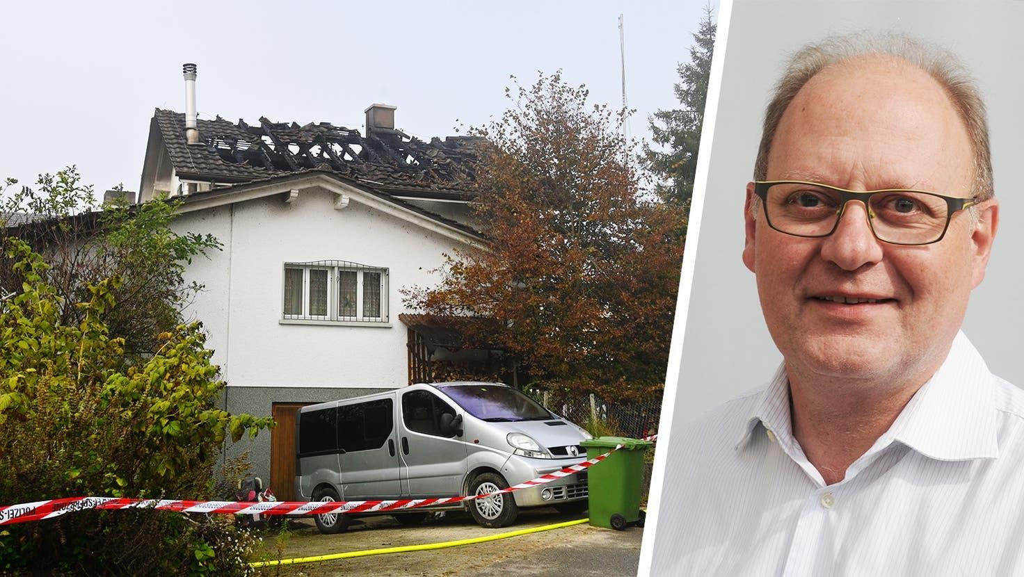 Dieses Einfamilienhaus an der Steinackerstrasse in Leuzigen hat am späten Sonntagabend gebrannt, zwei Kinder sind dabei ums Leben gekommen. (Oliver Menge)