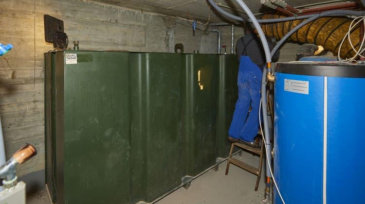 Stilllegung und Rückbau eines Öltanks in Riedholz. (José R. Martinez)