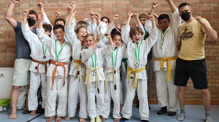 Die Wiler Judokas verhehlendie Freude über die Auszeichnungen nicht. (Bild: PD)