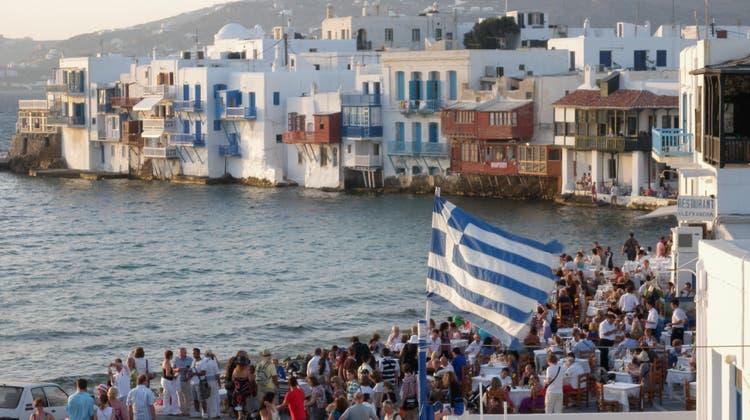 Viele Solothurner zieht es im Herbst ans Mittelmeer. Im Bild die Stadt Mykonos in Griechenland. (Walter Schwager / LEB)