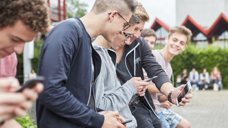 Kinder- und Jugendpolitik sei eine Querschnittaufgabe von Bund, Kantonen und Gemeinden, schreibt der Kanton. (Keystone)