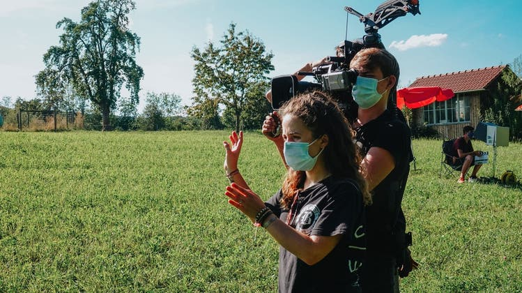 Die 22-jährige Hannah Dobbertin aus Muri beim Dreh eines ihrer Kurzfilme. (zvg)
