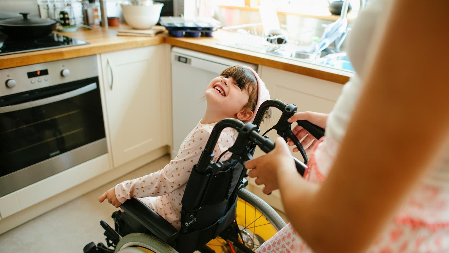 Kinder mit einer schweren Behinderung sind auf Hilfe angewiesen – ihre Eltern ebenfalls. (Symbolbild) (Rawpixel)