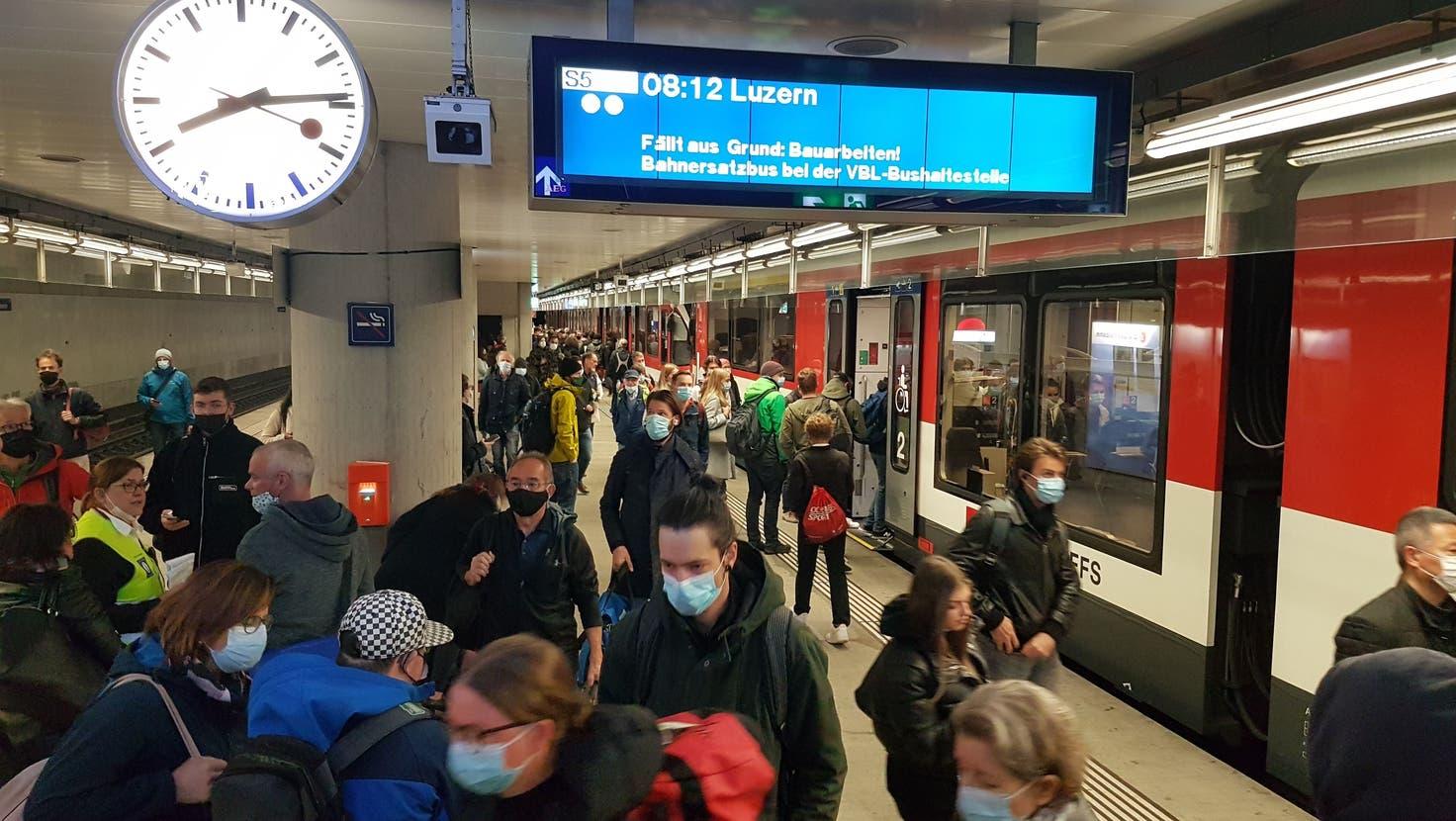 Zwischen Luzern und Luzern Allmend/Messe fahren zwischen dem 18. Oktober und dem 14. November 2021 keine Zentralbahn-Züge. Dies, weil im Bahnhof Luzern eine Doppelspur für die Zentralbahn gebaut wird. (Bild: Matthias Piazza(Luzern, 18. Oktober 2021))