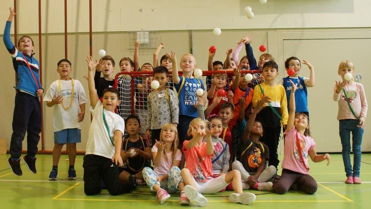 Kein Zweifel: In der Sportwoche der Jugendarbeit der Stadt Dietikon ist die Stimmung ausgezeichnet. (Ruedi Burkart)