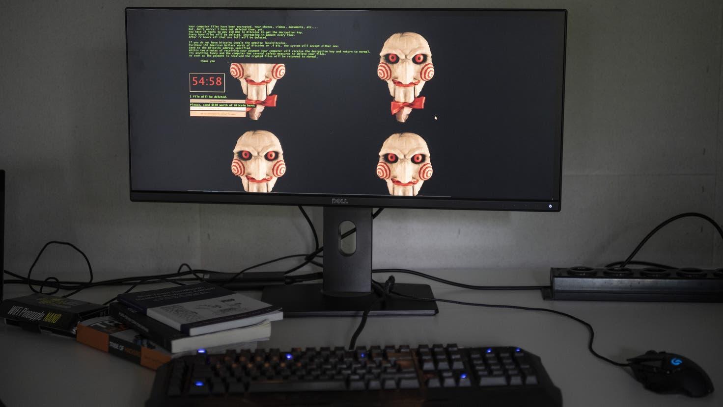 Immer häufiger verschaffen sich Kriminelle Zugriff auf private Rechner und Firmenserver. Prävention und Bekämpfung werden im Kanton Luzern bald koordiniert. (Christian Beutler/Keystone)