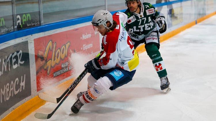 In der letzten Saison trug Robin Schwab (links) das Dress der Ticino Rockets, ehe er im Februar zum EHC Olten wechselte (hier im Bild Philipp Rytz). (Marc Schumacher)