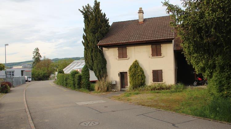 Anstelle dieses Häuschens an der Hubelstrasse 18 möchte der Gemeinderat Niederwil eine zweigeschossige Asylunterkunft erstellen. Die Abstimmung findet am Sonntag statt. (Andrea Weibel (20.5.21))
