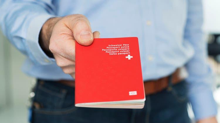 In Wohlen sind nächstes Jahr 80'000 Franken an Einbürgerungsgebühren budgetiert. (Symbolbild: Keystone)