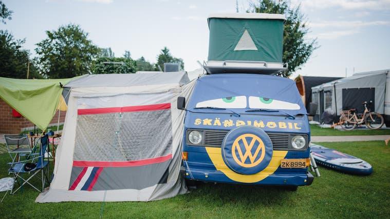 Auf den Campingplatz Amriswil in Uttwil kommen sie von weit her: Skandinavien, Italien, Türkei und sogar den USA. (Bild: Benjamin Manser)
