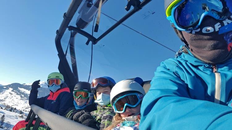 Noch ist nicht entschieden, ob auf Skiliften und Sesselbahnen wie hier in Wildhaus in der Wintersaison eine Zertifikats- oder eine Maskenpflicht gilt. (Bild: PD)