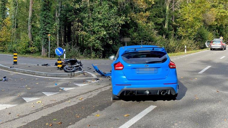 Beim Zusammenstoss wurde der Motorradfahrer schwer verletzt. (Bild: Kapo Thurgau)