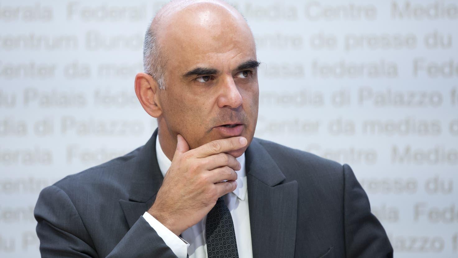 Der Bundesrat lockert den Zugang zum Covid-Zertifikat, sagt aber auch: «Wir dürfen die Kontrolle nicht verlieren»