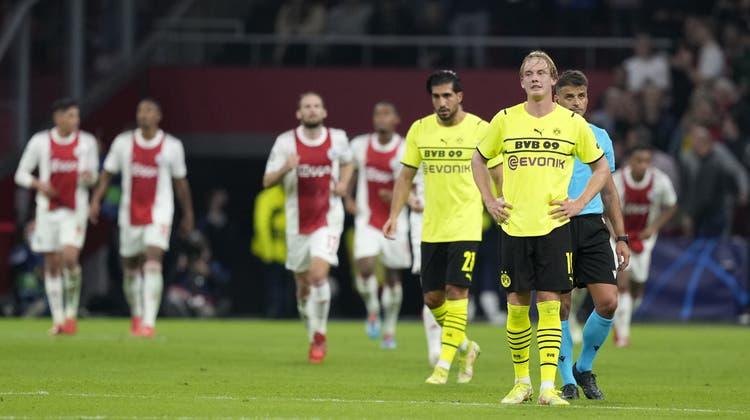 Hängende Köpfe und ratlose Gesichter beim BVB nach der 0:4-Niederlage. (Keystone)