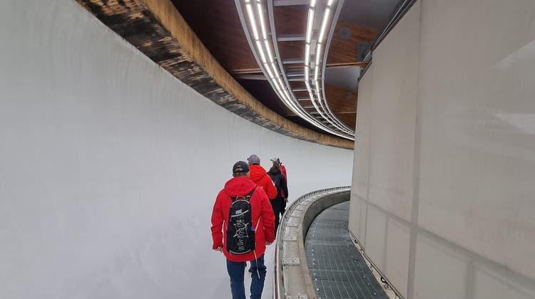 Das Bobteam Vogt bei der Erstbesichtigung des Olympia-Eiskanals. (ZVG / Bobteam Vogt (Yanqing))