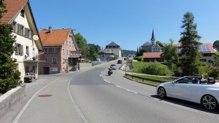 Die Rickenstrasse zwischen Wattwil-Brendi und dem Abzweiger Neuhaus in Eschenbach zählt zu den am stärksten befahrenen Strassen des Kantons. (Bild: PD)