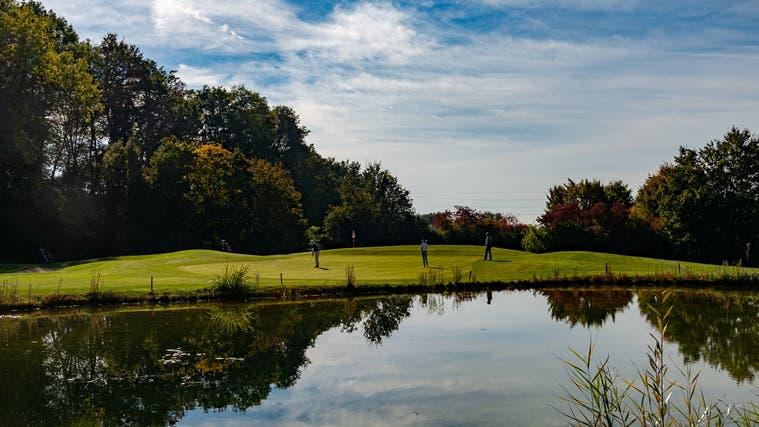 Künftig soll der Speichersee des Golfplatzes bei Bedarf mit Aarewasseraufgestockt werden. (Zvg)