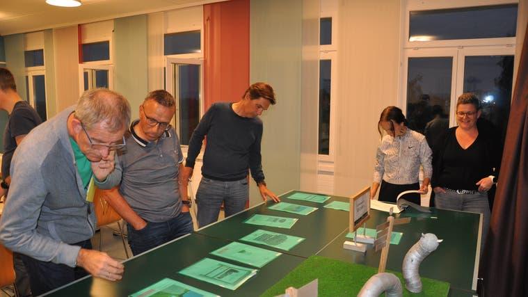 Die Jury bei der Bewertung der eingegangenen Projektideen. (Bild: PD)