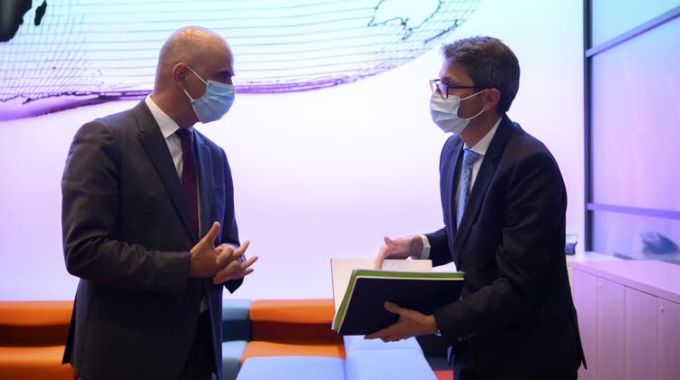 Bundesrat Alain Berset und GDK-Direktor Lukas Engelberger sicherten sich gegenseitig Unterstützung zu. (Keystone)