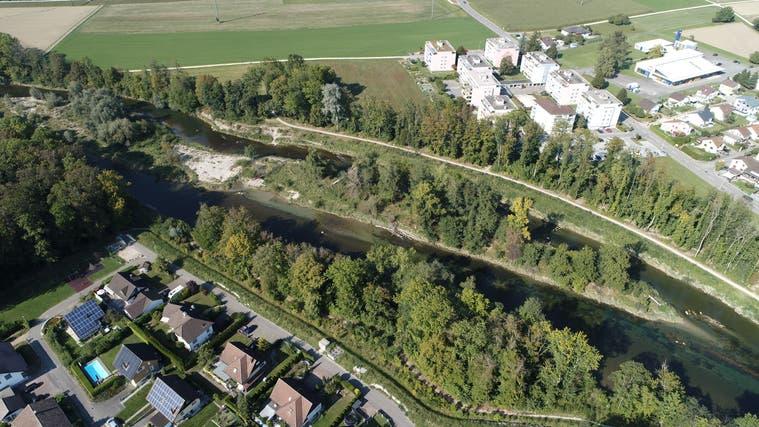 September 2020: Die baulichen Massnahmen des Projekts sind grösstenteils angeschlossen. Ein Damm schützt das Wohnquartier. (Bruno Kissling (Archiv))