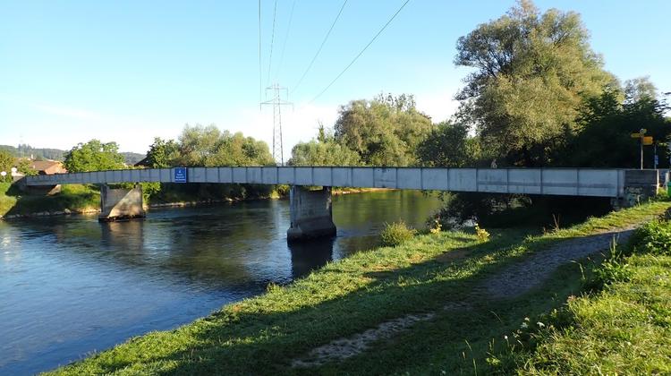 Die Reussbrücke zwischen Mühlau und Hünenberg ist reparaturfällig. (Bild: Kanton Zug/PD)
