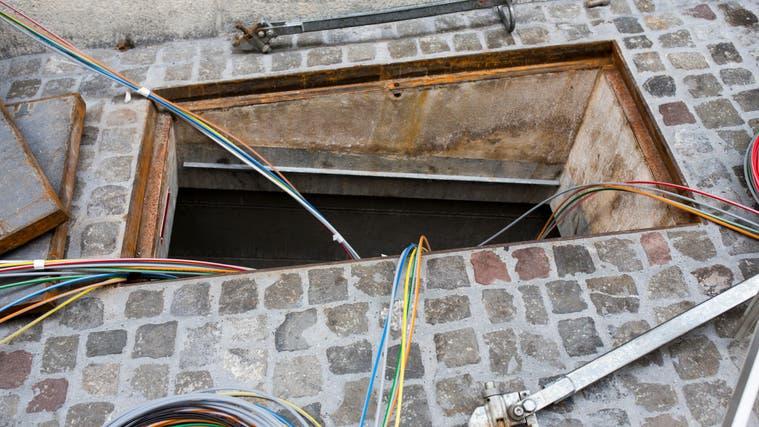 Der Ausbau des Glasfasernetzes der Swisscom könnte sich deutlich verzögern. (Severin Bigler)